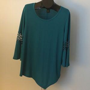 Blue/Green 3/4 Sleeve Top